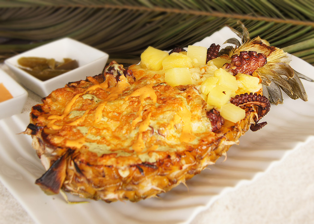 Seafood Pineapple